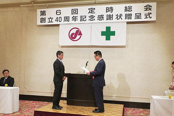 2017-05-23-クレーン運転士表彰を受ける吉本さん