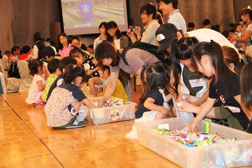 2018-07-25-ふれあいビアパーティーお菓子の袋詰めゲーム